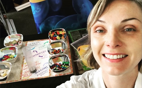 """Sarah Myhre and her Earth history activity for """"Meet a Scientist"""" public engagement events at the Pacific Science Center, Seattle."""